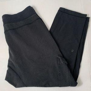 Lululemon Black/ Gray Pants w/ pockets 3/4 length